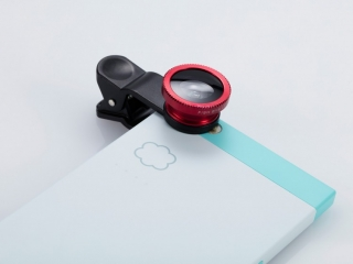 Produktfoto für Onlineshop: Aufstecklinse fürs Handy, in der Anwendung gezeigt, Basic-Retusche.