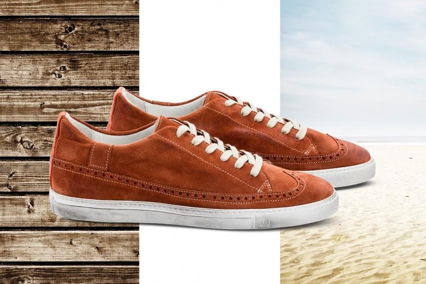 Hochwertige Produktaufnahme eines Sneaker-Paares im «used look», sorgfältig retuschiert, freigestellt und mit transparentem Standschatten versehen. Dies ermöglich die einfache Platzierung der Aufnahme vor beliebigem Hintergrund.